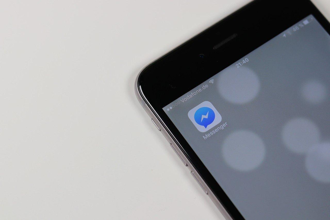 Un error en Facebook Messenger permite escucharte antes de que atiendas la llamada